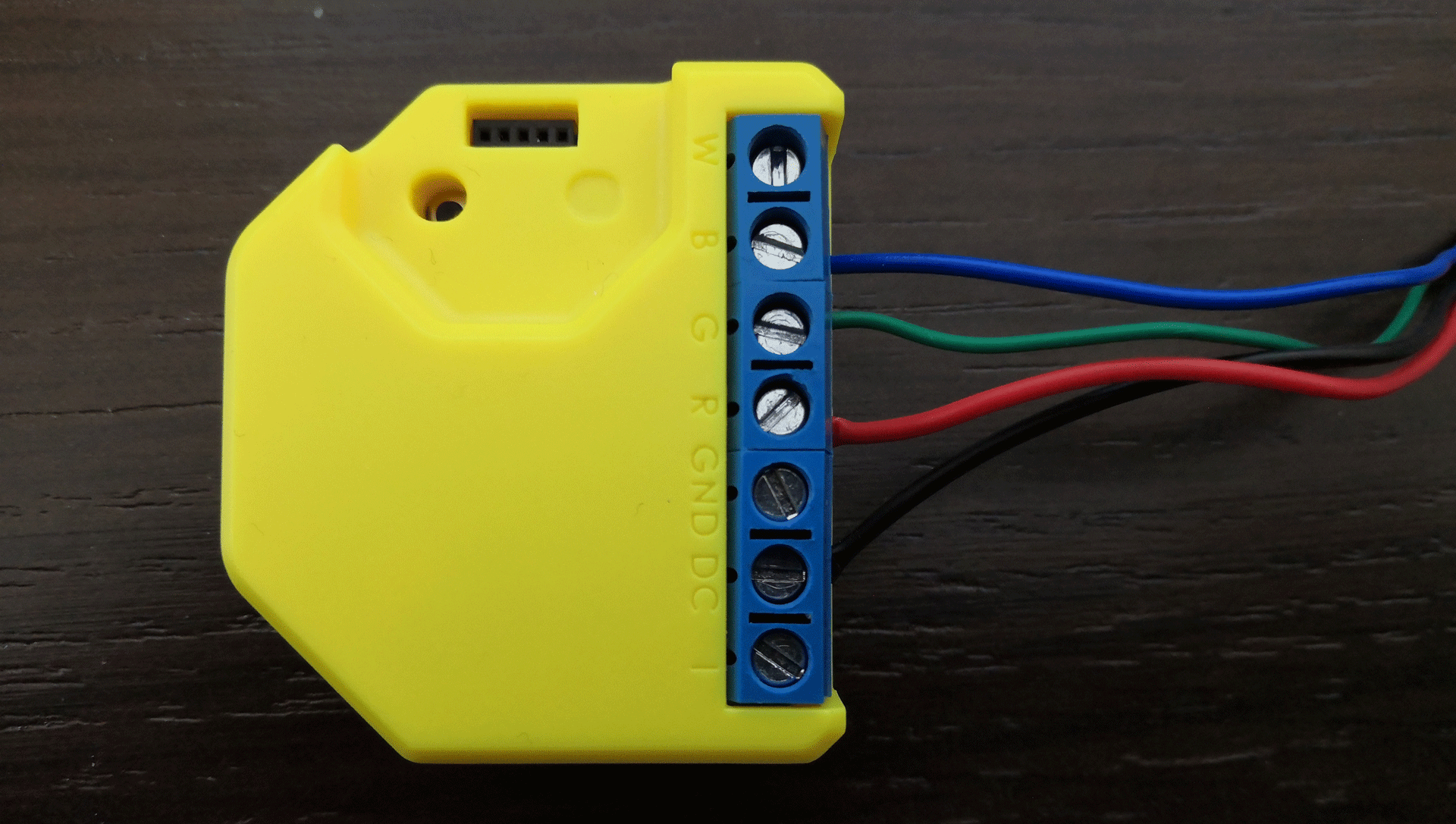 How to wire up the shelly rgbw2